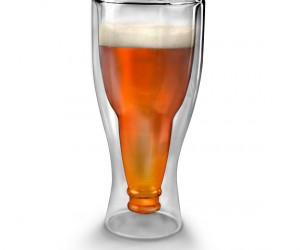 So basically the Hopside Upside Down Beer Glass lets you look like you're drinking from a beer bottle inside of a regular glass. Looks neat and great for Australians