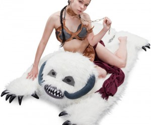 Satisfy your inner geek with the Star Wars plush wampa throw rug. Great for entertaining your own Princess Leia