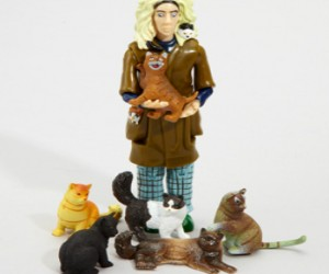 Everybody's favorite neighborhood character immortalized in this action figure. Comes with six adorable cat companions.