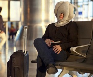 Ostrich Pillow – Have you ever wondered what it feels like to have your head buried in the sand while you nap like an ostrich? With this pillow I'm sure