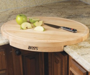 Corner Cutting Board – Put a new perspective on your vegetable chopping.
