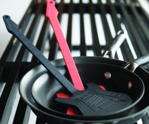 Guitar Spatula – Now you can make breakfast fit for a rock star!