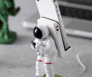 One giant leap for smartphone stands.