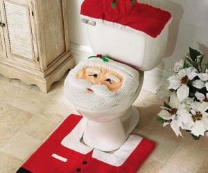 Santa Toilet Seat and Rug Set – Tired of getting crappy presents for Christmas? Why not give Santa a taste of his own medicine this year?