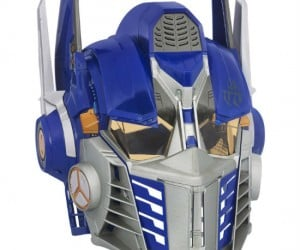 Transformers Optimus Prime Cyber Helmet – The helmet features a voice changer and battle phrases in the authentic movie voice of the revered bot leader! Let's roll out!