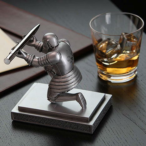 executive-knight-pen-holder-2