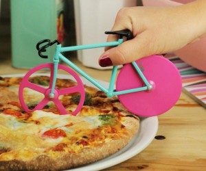 Fixie Bike Pizza Cutter – Looks like it's time to fixie up yourself a slice of pizza!
