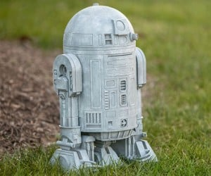 R2D2 Lawn Ornament – In a garden far, far away!