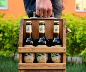 Wooden Beer Caddy – Perfect for taking your 6 pack on the go.