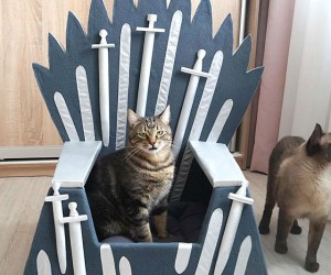 Game of Thrones Iron Throne Cat Bed – Decorated with decorative swords painted in silver color, and silver ribbons. All this is supplemented by a soft pillow. It is made of