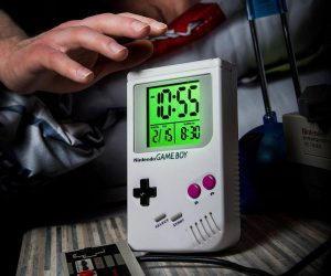 Nintendo Gameboy Alarm Clock – Wake up to memories of your favorite Nintendo characters, like Mario, Donkey Kong and more, every morning. Enjoy the perfect start to every day and never