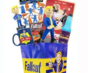 Tip back a cool Nuka Cola and brace yourself for the wondrous contents of the Fallout LookSee Box! This value-priced bundle contains $100 worth of cool Fallout collectibles! Conveniently packaged in