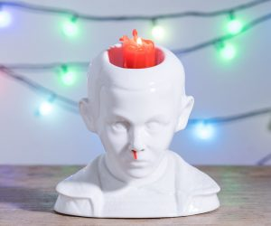 Stranger Things Eleven Bleeding Nose Candle – After a series of harrowing experiments in a shady forest laboratory… we finally managed to make this ornament bleed from the nose.