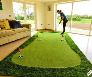 This giant putting green lets you practice your short game in the house!These pro putting mats allow you to replicate real-life golf greens in the comfort of your own home.