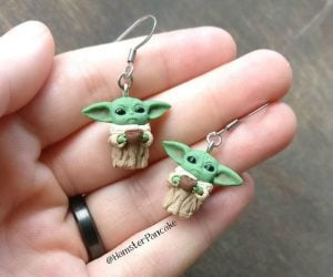 Baby Yoda Earrings – An adorable pair of Baby Yoda stud earrings!