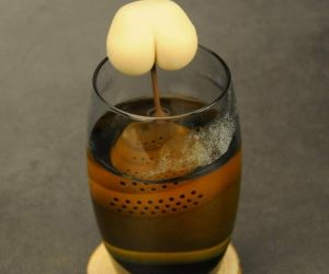 Poop Tea Infuser – Turn your water into brown with this cutest poop tea infuser