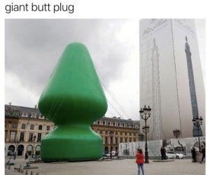 The Christmas Tree In Paris Looks Like A Giant Butt Plug – Meme