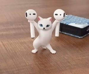 Cat Airpods Holder – This sassy cat can hold AirPods, pencils, or whatever you want it to hold!