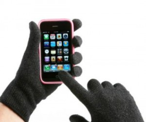 iPhone Gloves – The weather's getting cold, winter will be upon us soon, but you won't be freezing your fingers off while using your iPhone, iPad, or other smartphone or