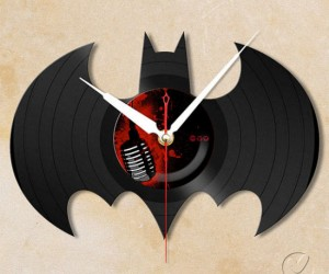 Vinyl Record Wall Clock – Probably the coolest looking clock you'll ever own.