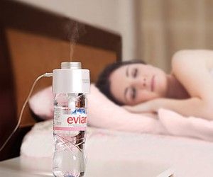 Portable USB Humidifier – All you to add is a water bottle and you've got yourself a portable humidifier.