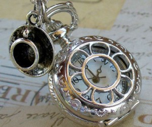 Steampunk Pocket Watch – Oh what time is it? It's time for SteamCon!