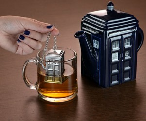 Doctor Who TARDIS Tea Infuser – Enjoy your tea the Doctor Who way!