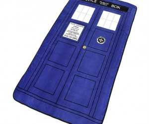 Doctor Who TARDIS Throw Blanket – Cuddle up next to the Doctor!