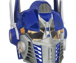 Transformers Optimus Prime Cyber Helmet – The helmetfeatures a voice changer and battle phrases in the authentic movie voice of the revered bot leader! Let's roll out!