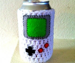 Keep your beer cold and your hands warm! Perfect for the beer-loving gamer!