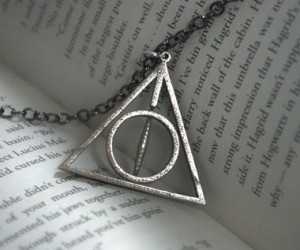 If Harry Potter was into jewelry, he would definitely be rocking this necklace around that neck of his!