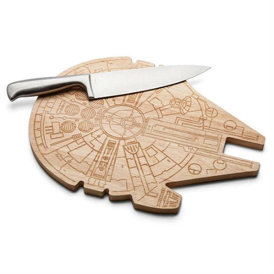 millennium-falcon-cutting-board