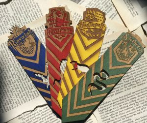 Harry Potter Wooden Bookmarks – Whether you're a fan of Gyffindor, Slytherin, Hufflepuff, or Ravenclaw we've got you covered, with these gorgeous handmade wooden bookmarks!