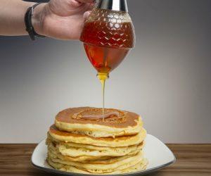 Pour Honey like a pro with the Hunnibi No Drip Glass Honey Dispenser!