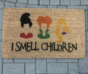 I Smell Children Hocus Pocus Doormat – Hang out with the Sanderson Sisters this Halloween with this Hocus Pocus doormat