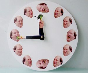 Kevin's Broccoli Clock – You love The Office, and you have wall so let's put Kevin's Broccoli Clock there!
