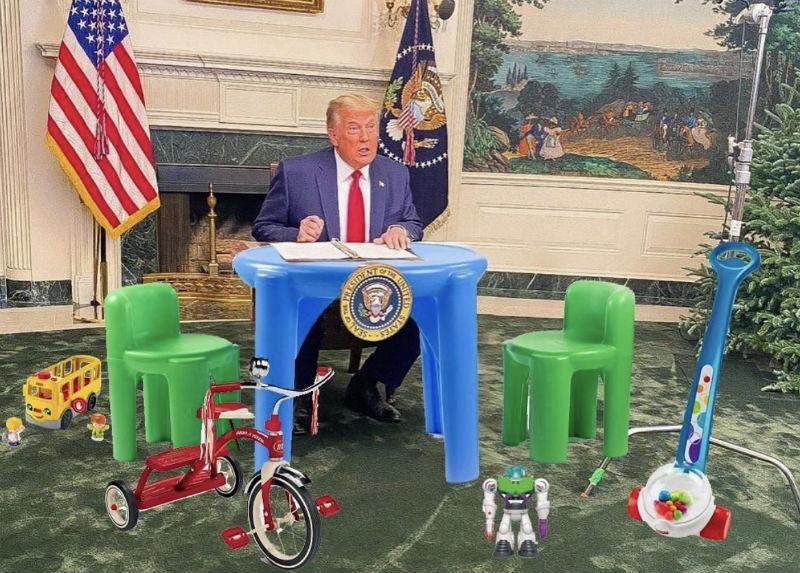 trump little desk meme